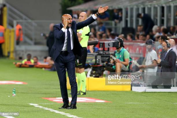 Luciano Spalletti head coach of FC Internazionale gestures during the Serie A match between FC Internazionale and ACF Fiorentina Internazionale Fc...