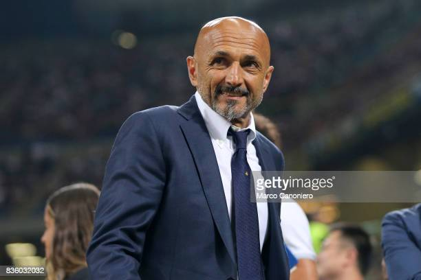 Luciano Spalletti head coach of FC Internazionale look on before the Serie A match between FC Internazionale and ACF Fiorentina Internazionale Fc...
