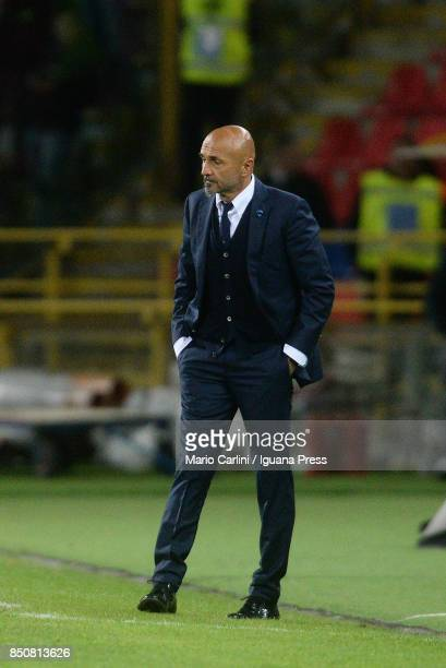 Luciano Spalletti head coach of FC Internazionale looks on during the Serie A match between Bologna FC and FC Internazionale at Stadio Renato...
