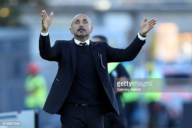 Luciano Spalletti manager of AS Roma gives instructions during the Serie A match between Empoli FC and AS Roma at Stadio Carlo Castellani on October...