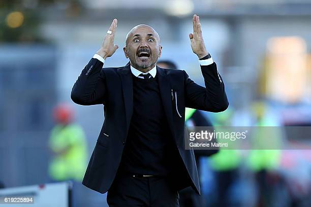 Luciano Spalletti manager of AS Roma instructions to his players during the Serie A match between Empoli FC and AS Roma at Stadio Carlo Castellani on...