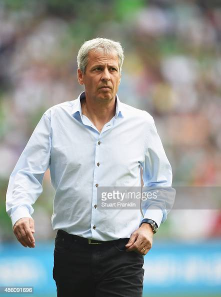 Lucien Favre head coach of Gladbach looks on during the Bundesliga match between Werder Bremen and Borussia Moenchengladbach at Weserstadion on...