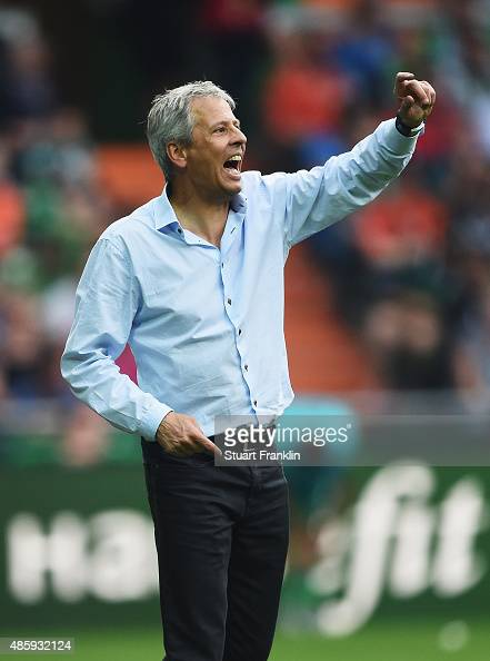 Lucien Favre head coach of Gladbach shouts during the Bundesliga match between Werder Bremen and Borussia Moenchengladbach at Weserstadion on August...