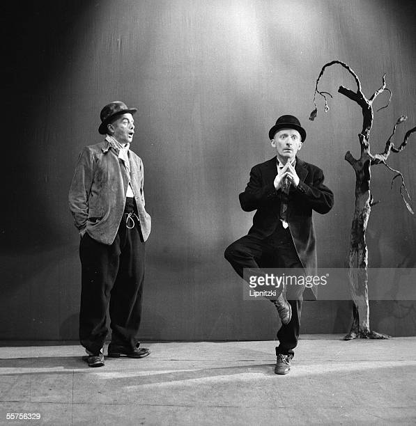 Lucien Raimbourg and Pierre Latour in 'Waiting for Godot ' of Samuel Beckett Production of Roger Blin Paris theatre Hebertot in June 1956 LIP77081156