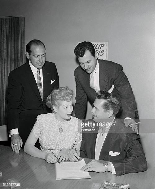 Philip morris country photos et images de collection for How tall was lucille ball and desi arnaz