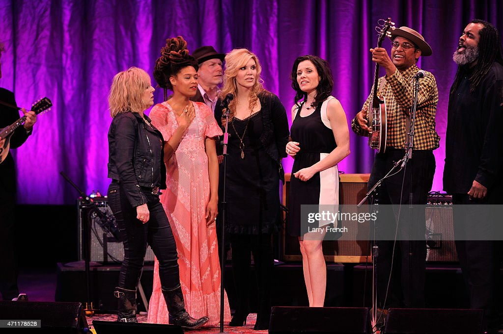 <a gi-track='captionPersonalityLinkClicked' href=/galleries/search?phrase=Lucinda+Williams&family=editorial&specificpeople=1321669 ng-click='$event.stopPropagation()'>Lucinda Williams</a>, <a gi-track='captionPersonalityLinkClicked' href=/galleries/search?phrase=Valerie+June&family=editorial&specificpeople=5801252 ng-click='$event.stopPropagation()'>Valerie June</a>, <a gi-track='captionPersonalityLinkClicked' href=/galleries/search?phrase=Buddy+Miller&family=editorial&specificpeople=5552533 ng-click='$event.stopPropagation()'>Buddy Miller</a>, <a gi-track='captionPersonalityLinkClicked' href=/galleries/search?phrase=Alison+Krauss&family=editorial&specificpeople=203194 ng-click='$event.stopPropagation()'>Alison Krauss</a>, Shannon McNally, host <a gi-track='captionPersonalityLinkClicked' href=/galleries/search?phrase=Dom+Flemons&family=editorial&specificpeople=5312732 ng-click='$event.stopPropagation()'>Dom Flemons</a>, Alvin Youngblood Hart and the complete lineup of artists sing an encore at <a gi-track='captionPersonalityLinkClicked' href=/galleries/search?phrase=Lead+Belly&family=editorial&specificpeople=943304 ng-click='$event.stopPropagation()'>Lead Belly</a> At 125: A Tribute To An American Songster at the John F. Kennedy Center for the Performing Arts on April 25, 2015 in Washington, DC.