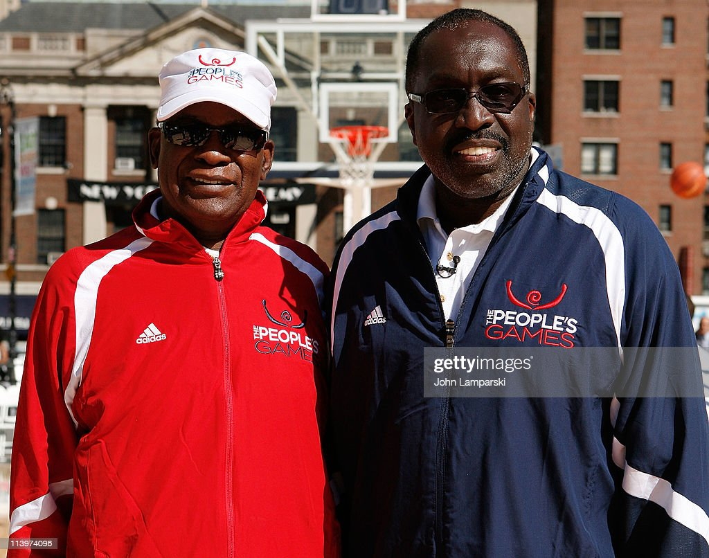 Earl Monroe Coaches The 2011 People s Games Basketball Series