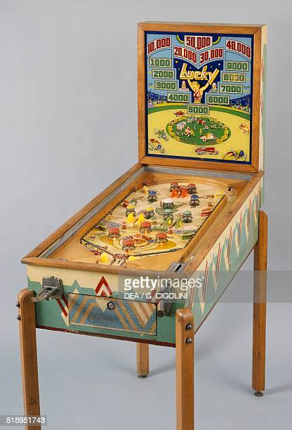 Lucky pinball machine made by Williams United States of America 20th century