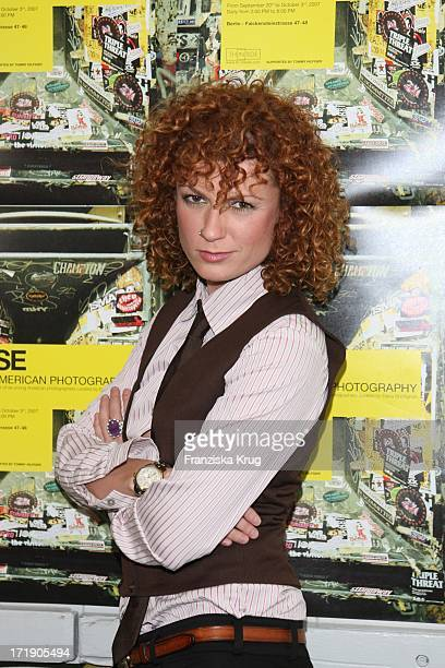 Lucy Diakovska Bei Der Tommy Hilfiger Ausstellung 'Noise' In Berlin