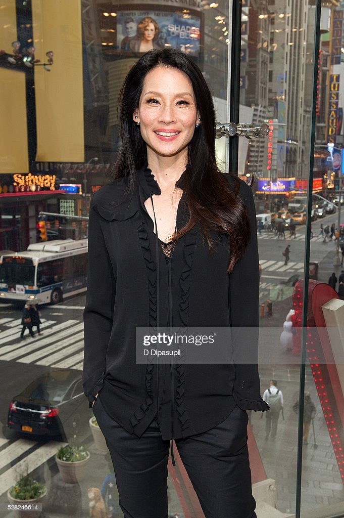 "Lucy Liu Visits ""Extra"""