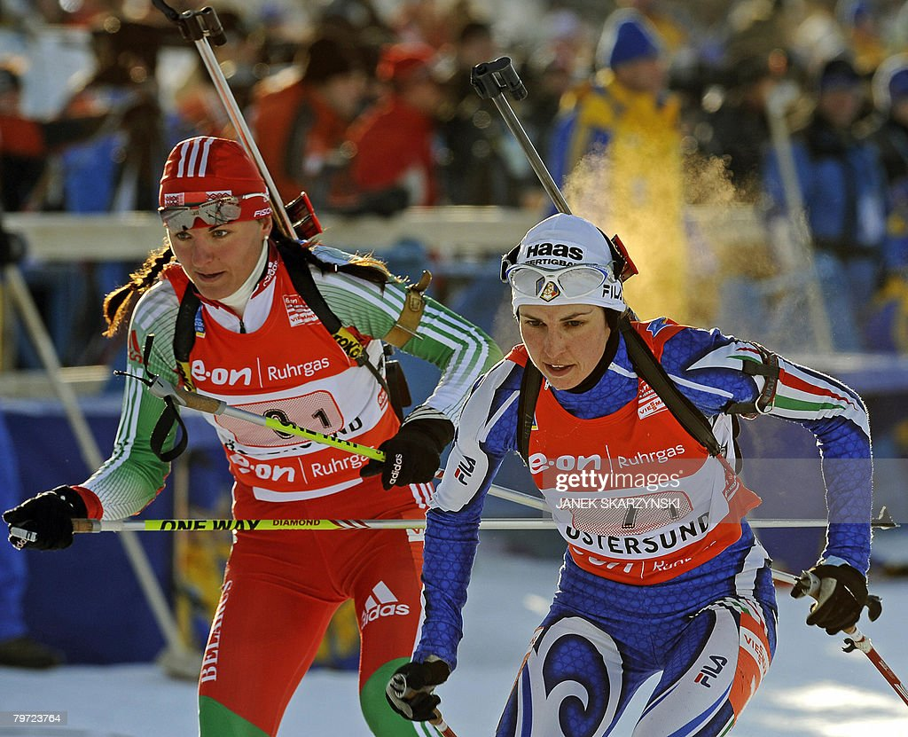 Ludmila Kalinchik (L) of Bielarus competes next to Italian Michaela Ponza during the mix relay competition of the 2008 Biathlon Word Championships in Oestersund, February 12, 2008. Belarus took the second place after Germany and ahead of Russia. Italy took the 5th place. AFP PHOTO / JANEK SKARZYNSKI