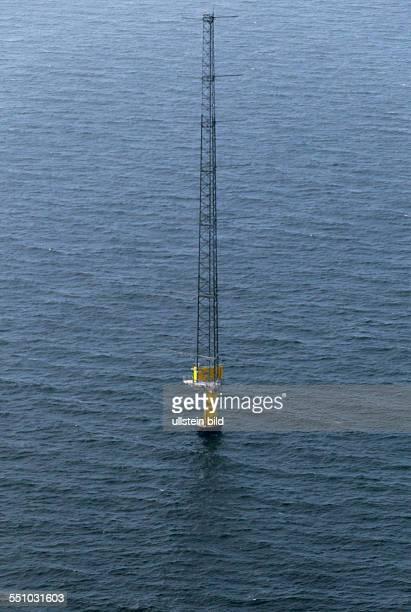 Luftbild des Messmast ArkonaBeckenSuedost in der Ostsee Die etwa 120 Meter hohe Messplattform steht im Areal des OffshoreWindparkes etwa 35 Kilometer...