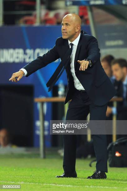 Luigi Di Biagio coach of Italy signals during the 2017 UEFA European Under21 Championship Group C match between Italy and Germany at Stadion Cracovia...