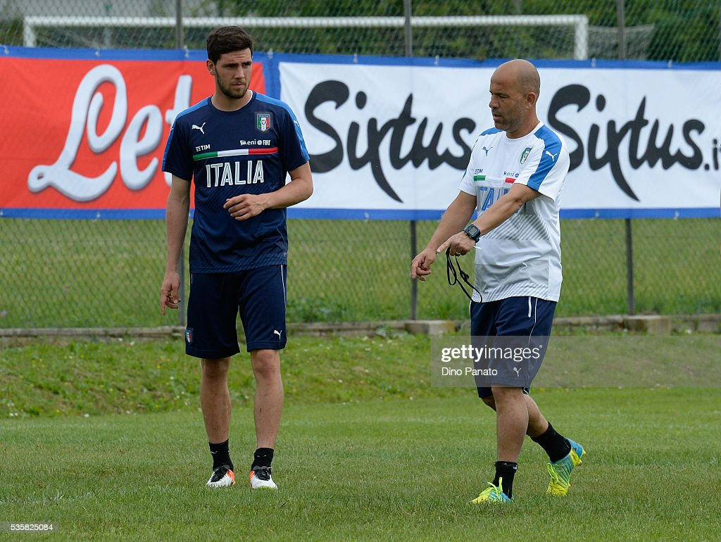 <a gi-track='captionPersonalityLinkClicked' href=/galleries/search?phrase=Luigi+Di+Biagio&family=editorial&specificpeople=2384857 ng-click='$event.stopPropagation()'>Luigi Di Biagio</a> (R) head coach of Italy U21 isues istruction during Training Session at stadio Comunale on May 30, 2016 in Mestre, Italy.
