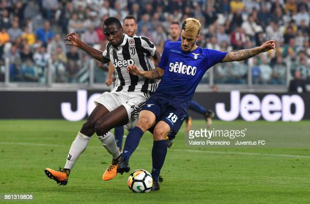 Luis Alberto of Lazio competes for the ball during the Serie A match between Juventus and SS Lazio on October 14 2017 in Turin Italy