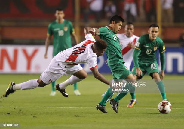 Luis Ali of Bolivia fights for the ball with Jefferson Farfan of Peru during a match between Peru and Bolivia as part of FIFA 2018 World Cup...