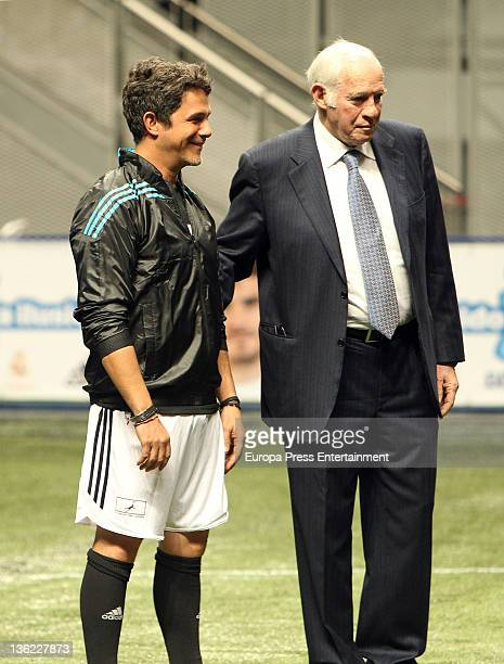Luis Aragones and Alejandro Sanz attend the charity match 'Partido por la ilusion' organized by Iker Casillas at Palacio de los Deportes on December...