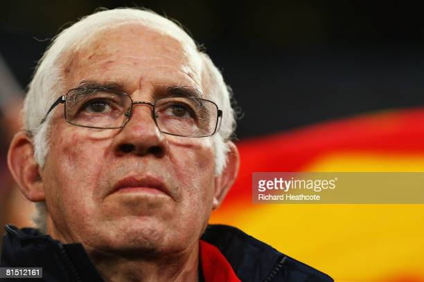 Luis Aragones head coach of Spain looks on ahead of the UEFA EURO 2008 Group D match between Spain and Russia at Stadion Tivoli Neu on June 10 2008...
