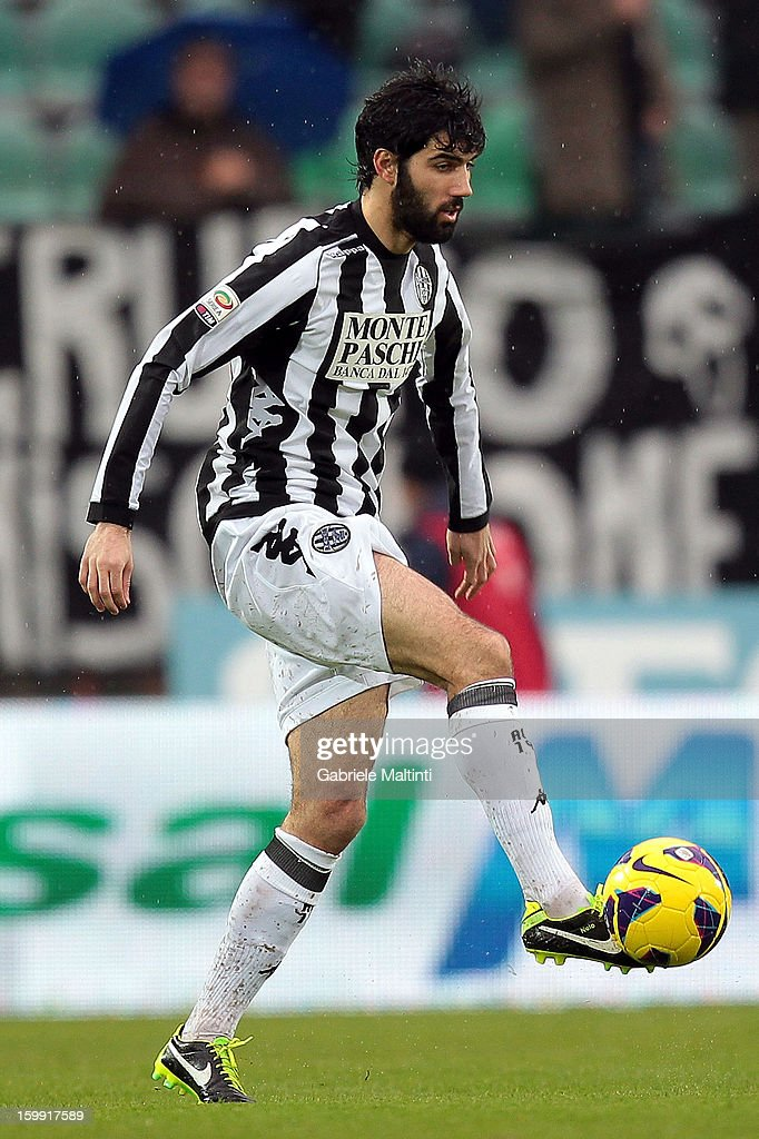 Luis Carlos Novo Neto of AC Siena in action during the Serie A match between AC Siena and UC Sampdoria at Stadio Artemio Franchi on January 20, 2013 in Siena, Italy.