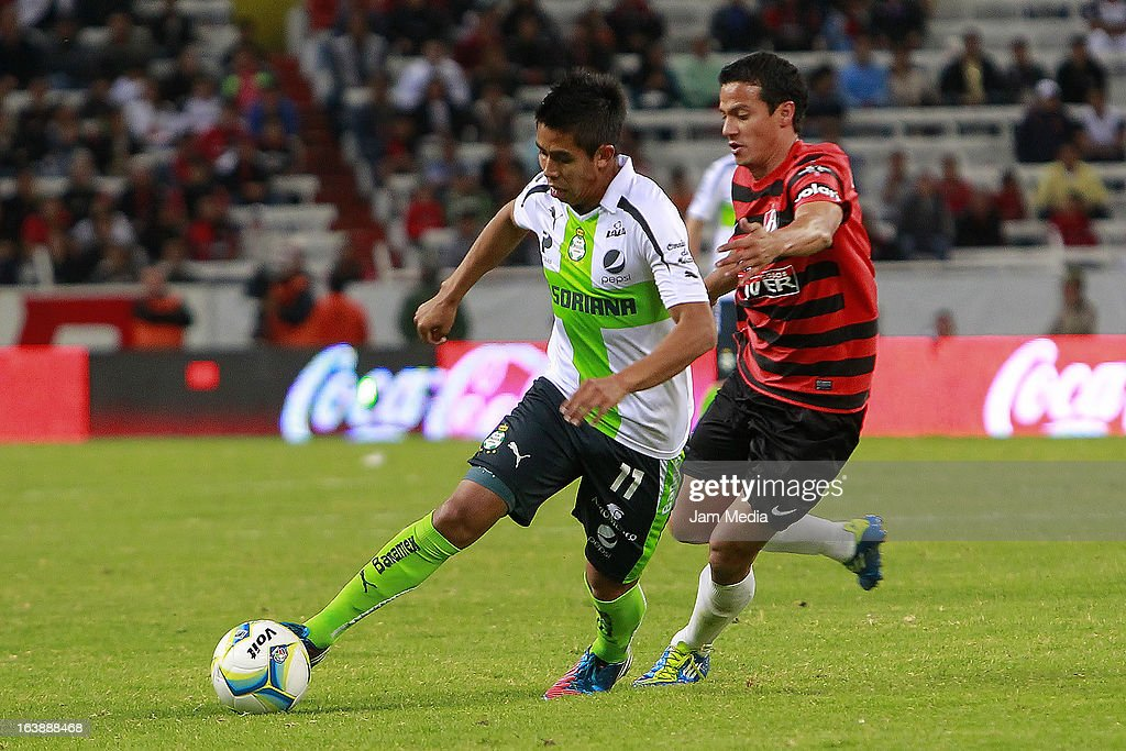 Luis Chavez (R) of Atlas struggles for the ball with <a gi-track='captionPersonalityLinkClicked' href=/galleries/search?phrase=Nestor+Calderon&family=editorial&specificpeople=5639934 ng-click='$event.stopPropagation()'>Nestor Calderon</a> (L) of Santos during a match between Atlas and Santos as part of Clausura 2013 Liga MX at Jalisco Stadium on March 16, 2012 in Guadalajara, Mexico.