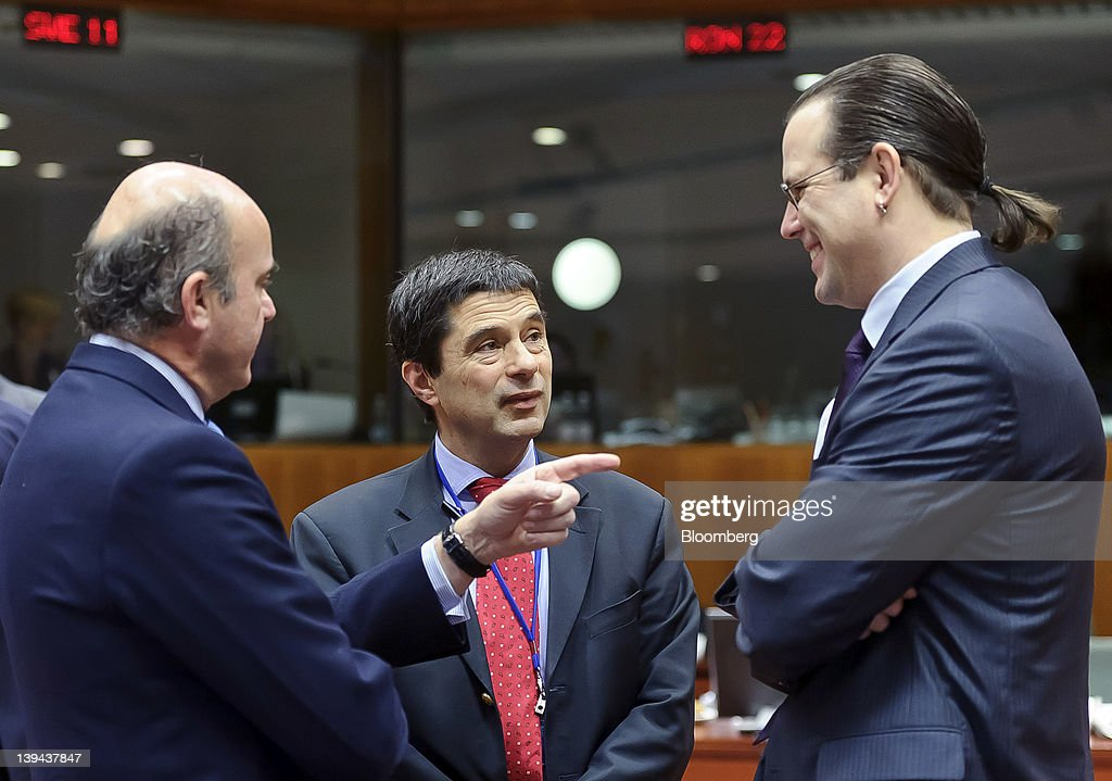 Luis de Guindos Spain's economy minister left gestures as he speaks with Vitor Gaspar Portugal's finance minister center and Anders Borg Sweden's...