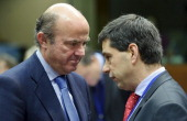 Luis de Guindos Spain's economy minister left speaks with Vitor Gaspar Portugal's finance minister ahead of a European Union finance ministers at the...