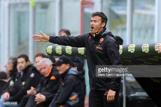 Luis Enrique head coach of AS Roma gestures to his players during the Serie A match between AC Cesena and AS Roma at Dino Manuzzi Stadium on May 13...