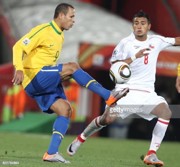 Luis FABIANO / Arturo VIDAL Bresil / Chili 8eme de Finale coupe du monde 2010 Afrique du Sud