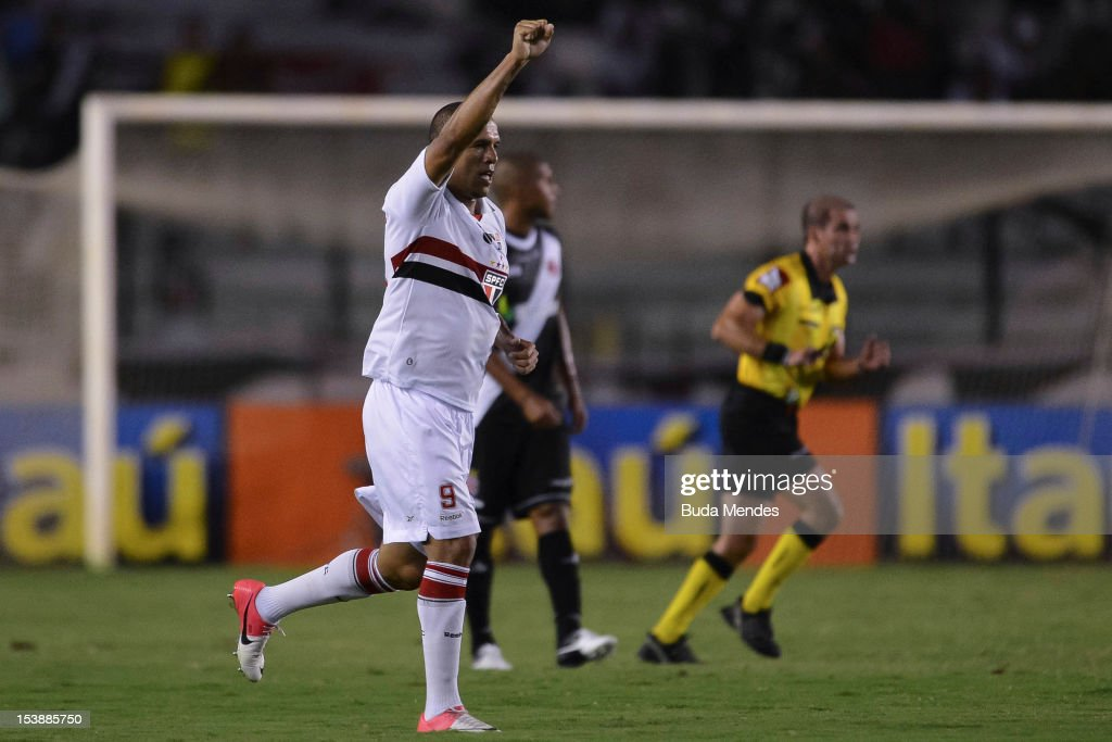 <a gi-track='captionPersonalityLinkClicked' href=/galleries/search?phrase=Luis+Fabiano&family=editorial&specificpeople=637040 ng-click='$event.stopPropagation()'>Luis Fabiano</a> (C) of Sao Paulo celebrates a scored goal during a match between Vasco and Sao Paulo as part of the brazilian championship Serie A at Sao Januario stadium on October 10, 2012 in Rio de Janeiro, Brazil.