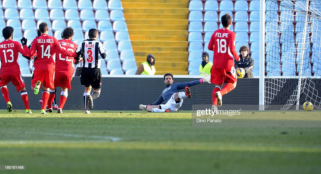 Luis Fernando Muriel Fruto (L) of Udinese Calcio scores his opening goal during the Serie A match between Udinese Calcio and AC Siena at Stadio Friuli on January 27, 2013 in Udine, Italy.