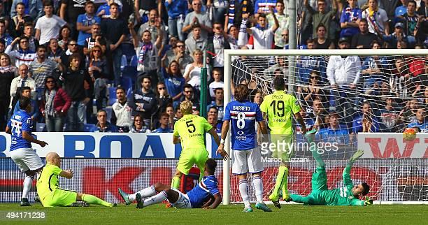 Luis Fernando Muriel of UC Sampdoria scores during the Serie A match between UC Sampdoria and Hellas Verona FC at Stadio Luigi Ferraris on October 25...