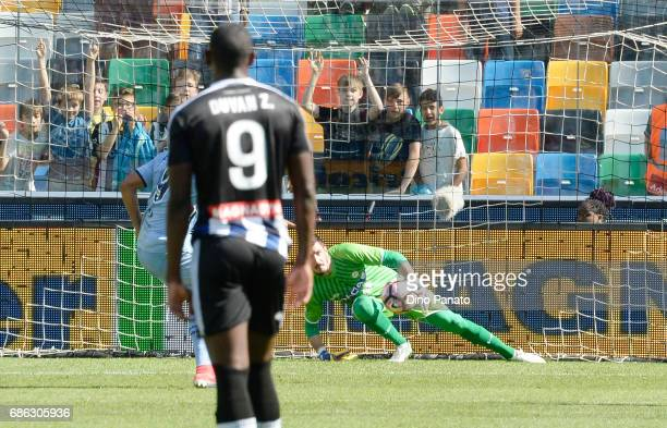 Luis Fernando Muriel of UC Sampdoria scores his team's first goal from the penalty spot during the Serie A match between Udinese Calcio and UC...