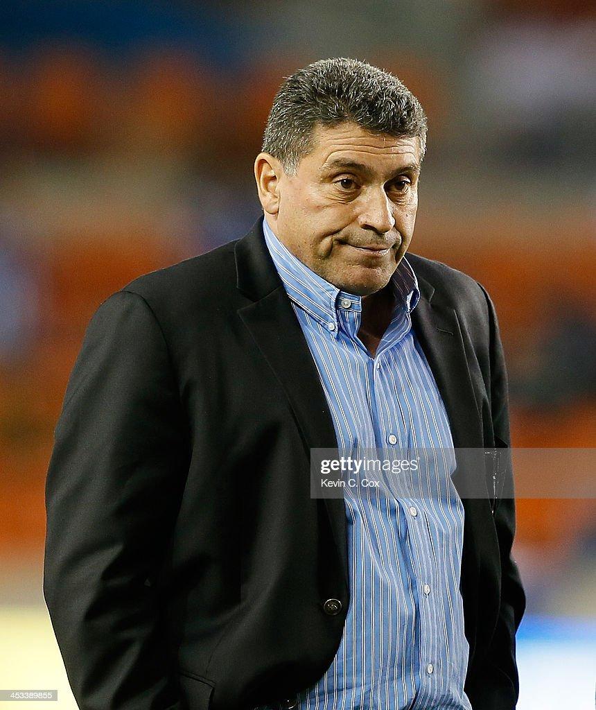 Luis Fernando Suárez, manager of the Honduras national team, against the Ecuador national team during an international friendly match at BBVA Compass Stadium on November 19, 2013 in Houston, Texas.