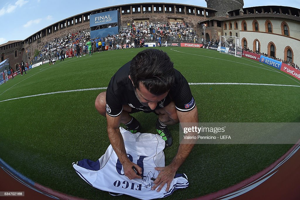 <a gi-track='captionPersonalityLinkClicked' href=/galleries/search?phrase=Luis+Figo&family=editorial&specificpeople=201507 ng-click='$event.stopPropagation()'>Luis Figo</a> of AC Milan & Inter Legends signs autographs during the Ultimate Champions Match between Milan & Inter Legends and World All-Stars during the Champions Festival prior to the final at Stadio Giuseppe Meazza on May 27, 2016 in Milan, Italy.