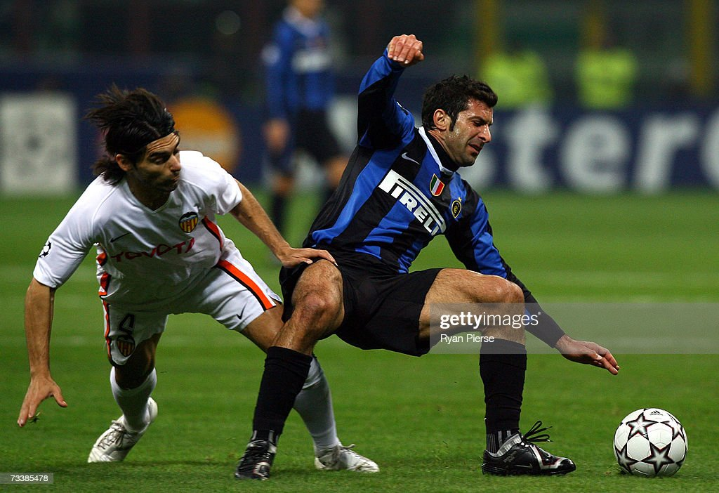luis-figo-of-inter-milan-is-tackled-by-r