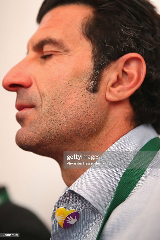 <a gi-track='captionPersonalityLinkClicked' href=/galleries/search?phrase=Luis+Figo&family=editorial&specificpeople=201507 ng-click='$event.stopPropagation()'>Luis Figo</a> reacts as he and the FIFA Legends visit the Teleton foundation rehabilitation center at CRIT Estado de M��xico ahead of the 66th FIFA Congress on May 12, 2016 in Mexico City.