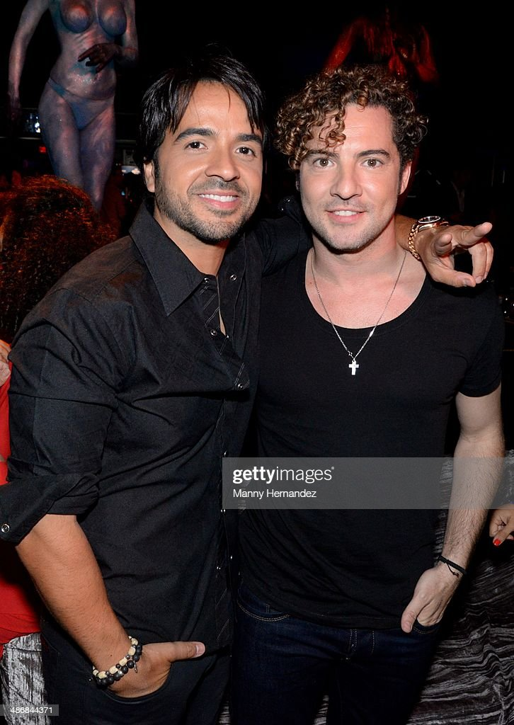 ¿Cuánto mide Luis Fonsi? - Estatura real: 1,71 - Real height Luis-fonsi-and-david-bisbal-attends-universal-music-hennessy-after-picture-id486844371
