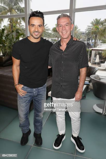 ¿Cuánto mide Luis Fonsi? - Estatura real: 1,71 - Real height Luis-fonsi-and-elvis-duran-attend-the-iheartsummer-17-weekend-by-att-picture-id694258032?s=612x612