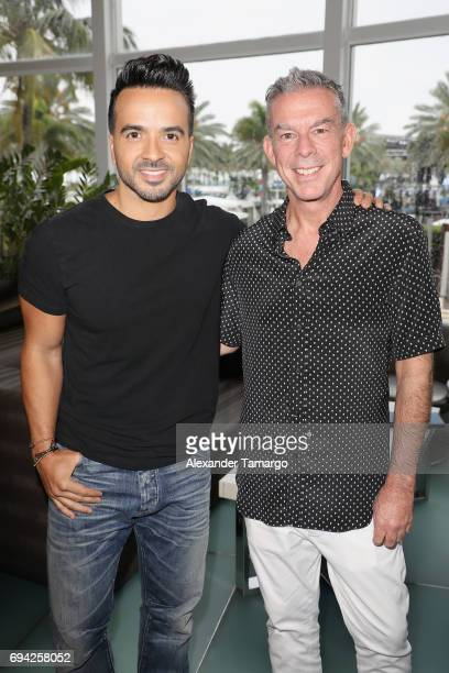 ¿Cuánto mide Luis Fonsi? - Estatura real: 1,71 - Real height Luis-fonsi-and-elvis-duran-attend-the-iheartsummer-17-weekend-by-att-picture-id694258052?s=612x612