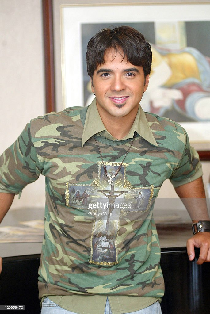 Luis Fonsi Potrait Session - July 11, 2005