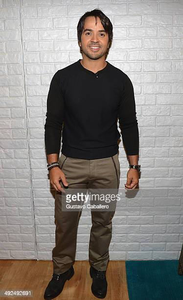 Luis Fonsi on the set of 'Despiereta America' at Univision Headquarters on May 20 2014 in Miami Florida