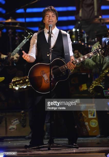 Luis Fonsi performs onstage at Premio Lo Nuestro a la Musica Latina 2014 at American Airlines Arena on February 20 2014 in Miami Florida