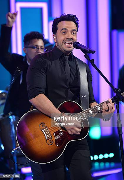 Luis Fonsi performs onstage at Univision's 'Sabado Gigante' Finale at Univision Studios on September 19 2015 in Miami Florida