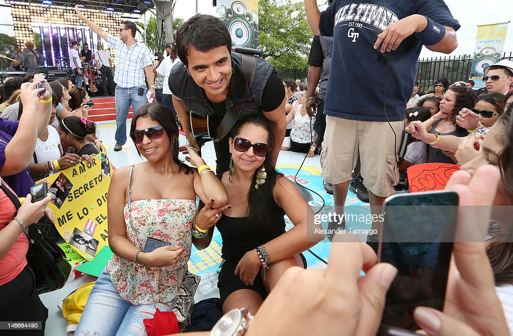 <a gi-track='captionPersonalityLinkClicked' href=/galleries/search?phrase=Luis+Fonsi&family=editorial&specificpeople=217370 ng-click='$event.stopPropagation()'>Luis Fonsi</a> poses with fans during Univision's 'Despierta America' Morning Concert Series on June 22, 2012 in Miami, Florida.