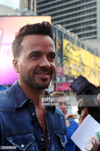 Luis Fonsi Visits ABC's 'Good Morning America' at ABC News' Good Morning America Times Square Studio on August 16 2017 in New York City