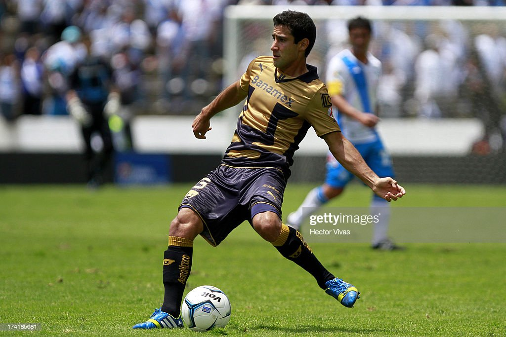 Luis Fuentes of Pumas controls the ball during a match between Pumas and Puebla as part of the Torneo Apertura 2013 Liga Mx at Cuauhtemoc Stadium on July 21, 2013 in Puebla, Mexico.