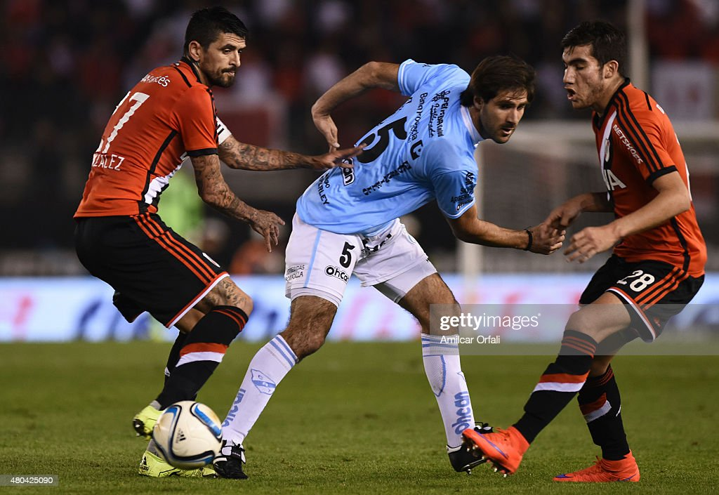 Luis Gonzalez (L) and Leandro Sebastian Vega (R) of River Plate fight for the ball with Ignacio Orona during a match between River Plate and Temperley as part of 16th round of Torneo Primera Division 2015 at Antonio Vespucio Liberti Stadium on July 11, 2015 in Buenos Aires, Argentina.