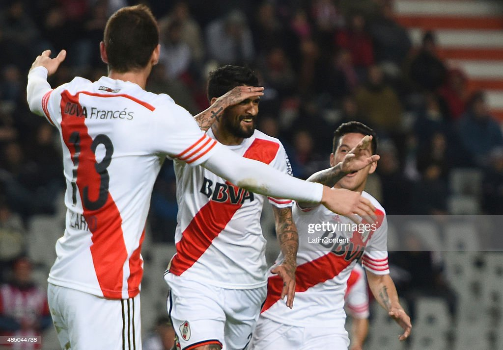 Luis Gonzalez of River Plate celebrates after scoring the opening goal during a match between Estudiantes and River Plate as part of 21st round of Torneo Primera Division 2015 at Ciudad de La Plata Stadium on August 23, 2015 in La Plata, Argentina.