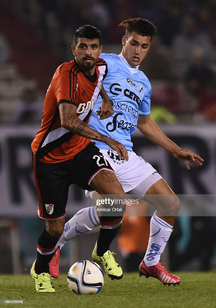 Luis Gonzalez of River Plate drives the ball during a match between River Plate and Temperley as part of 16th round of Torneo Primera Division 2015...