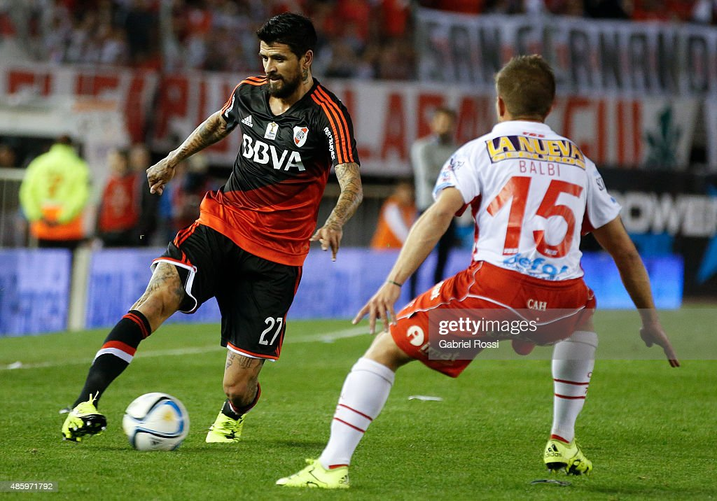 Luis Gonzalez of River Plate fights for the ball with Luciano Balbi of Huracan during a match between River Plate and Huracan as part of 22nd round of Torneo Primera Division 2015 at Monumental Antonio Vespucio Liberti Stadium on August 30, 2015 in Buenos Aires, Argentina.